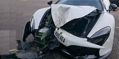 Hochzeitsgast schrottet 300.000-€-Sportwagen
