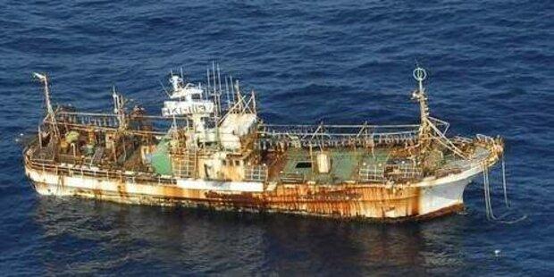 USA feuern auf Tsunami-Geisterschiff