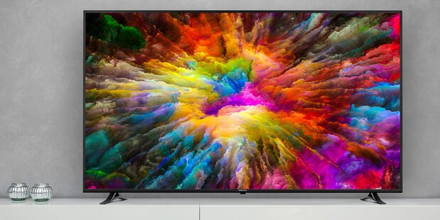 Fast 2 Meter: Riesiger 4K-TV bei Hofer