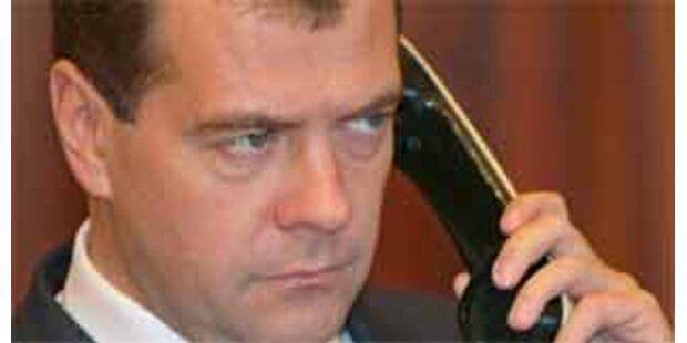 Medwedew unterzeichnet Waffenruhe mit Georgien