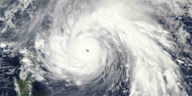 Supertaifun fordert erstes Todesopfer