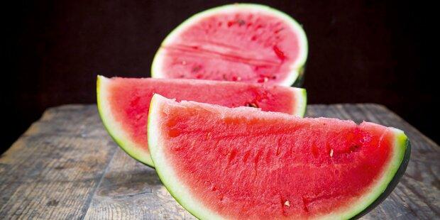 Flüchtlinge prügeln sich um Melone