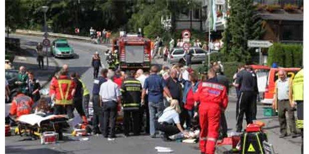 Auto raste in Menschenmenge - 2 Tote