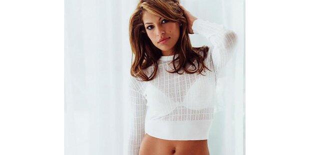 Eva Mendes zieht sich für Calvin Klein aus
