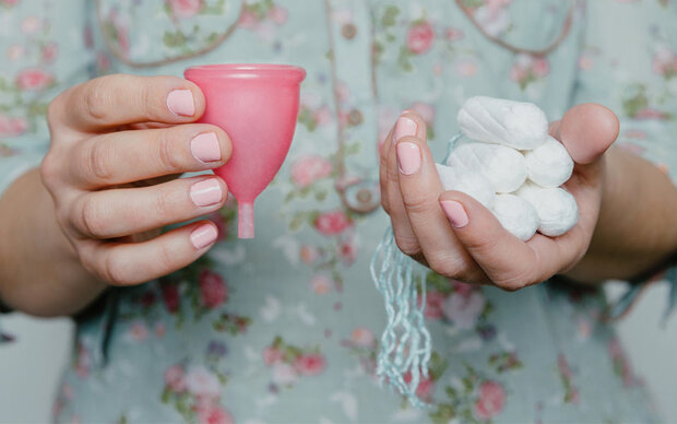 Sind Menstruationstassen wirklich besser als Tampons und Co.?