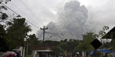Vulkan Merapi spuckt wieder Asche und Lava