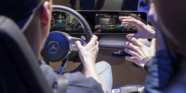 Digitale Assistenten erobern neue Autos