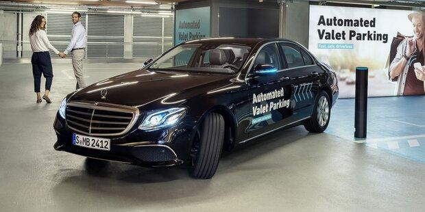 Dieser Mercedes fährt selbst ins Parkhaus