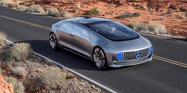 Zukunfts-Mercedes fährt durch Linz