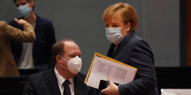 Merkel zeigt die geheime Impf-Liste