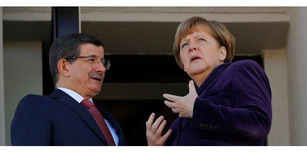 Merkel fordert NATO-Hilfe gegen Schlepper