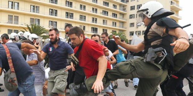 Krawalle bei Merkels Hass-Besuch in Athen