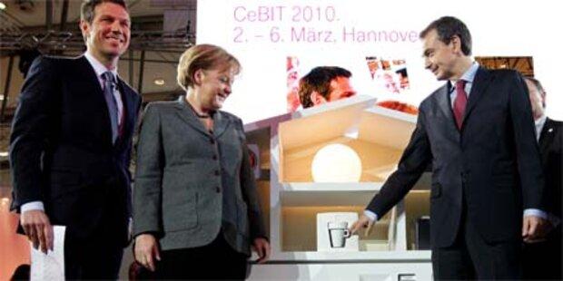 Merkel beim CeBIT-Eröffnungsrundgang