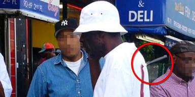 Mann mit Messer im Rücken zu McDonald's