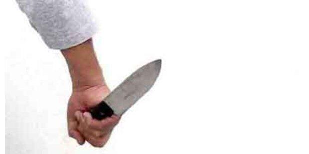 Polizisten mit Küchenmessern attackiert