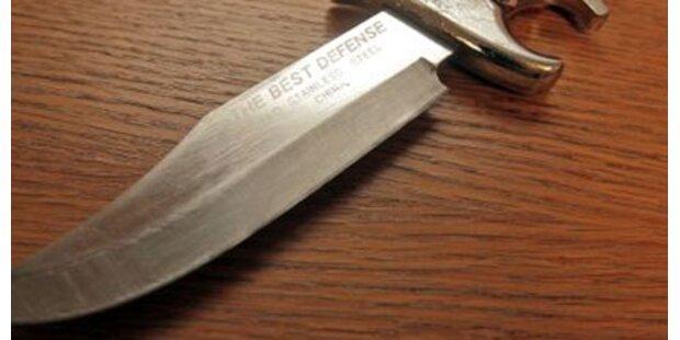 Randalierer rammte sich Messer in Bauch