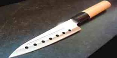 Betrunkener stach mit Messer auf Polizisten