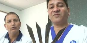 Aus Langeweile begonnen Messer zu essen