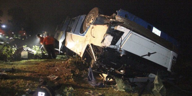 12 Tote bei Busunfall in Mexiko