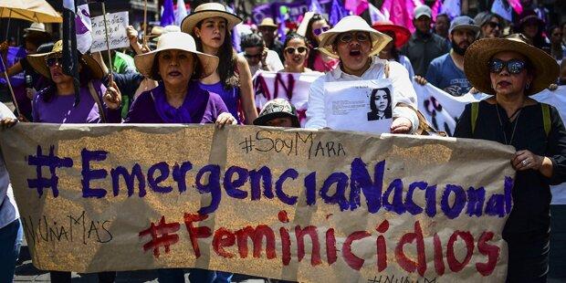 Tausende Mexikanerinnen demonstrierten gegen Gewalt an Frauen