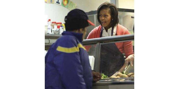 Michelle gab in Armenküche Essen aus