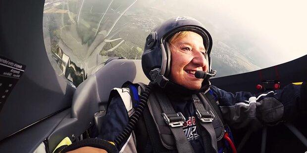 Hier geht Mikl-Leitner beim Red-Bull-Air-Race in die Luft