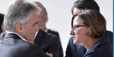 Mikl-Leitner sucht nach Antworten in Asyl-Debatte