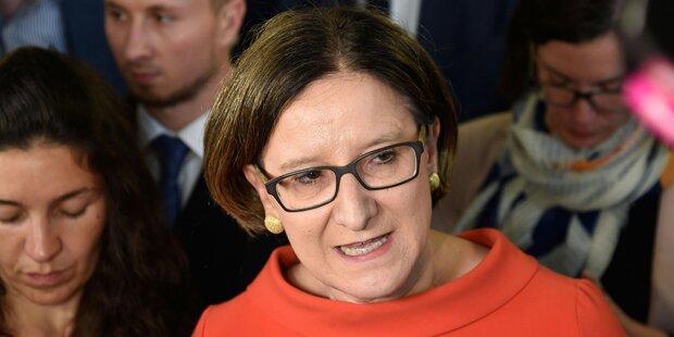 Mikl-Leitner will Residenzpflicht verhandeln