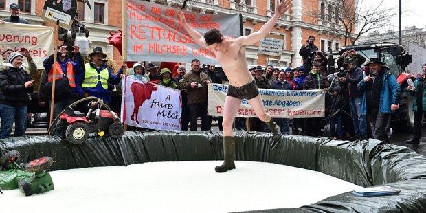 Bauern-Demo in Wien mit Mega-Milchsee