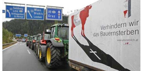 Traktoren fahren in Linz auf