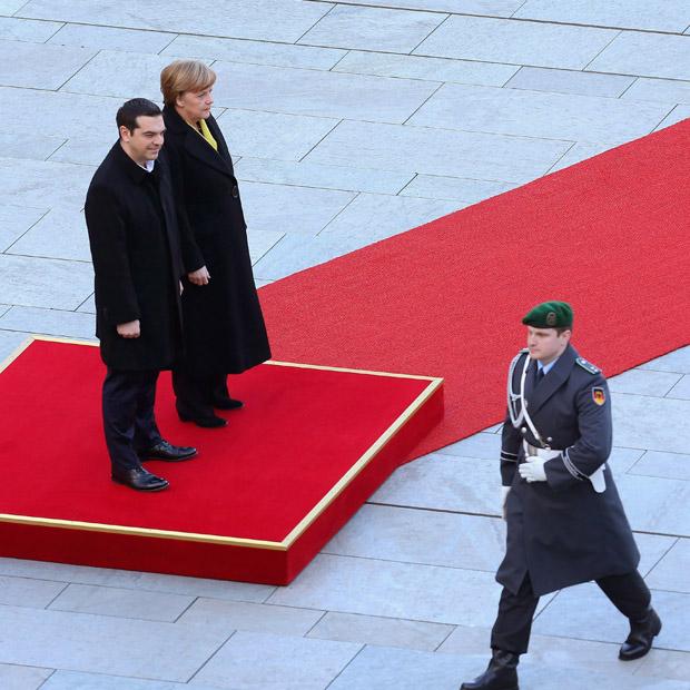 militaerische_ehren_Tsipras.jpg