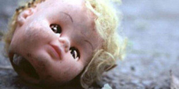 Neugeborenes von Vater misshandelt