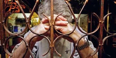 Missbrauchs-Opfer klagen die Kirche