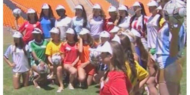 Missen kicken für die Fußball-WM