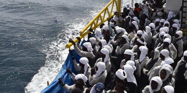 Boot mit 215 Migranten fährt Richtung Malta