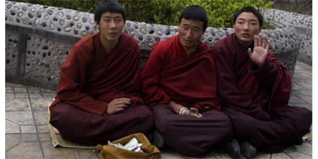 Mönche in China von Sicherheitskräften umzingelt