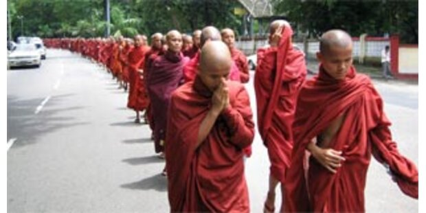 Massendemo gegen Militärjunta in Burma