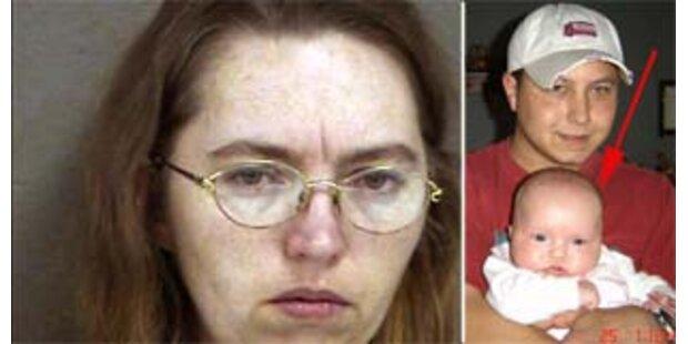 Frau schnitt Schwangerer ihr Baby aus dem Bauch