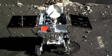 Jadehase schickt erste Fotos vom Mond