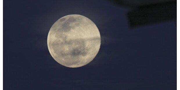 NASA beschießt den Mond