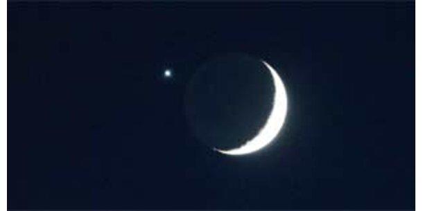 Venus versteckt sich hinter dem Mond