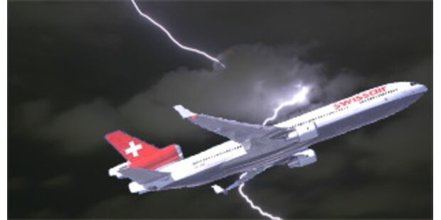 Blitz traf Swiss-Jet - sichere Landung in Athen