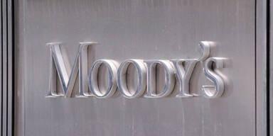 Moody's stuft Zypern um drei Noten herab