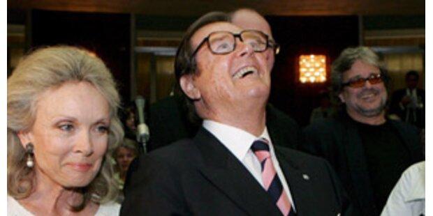 Sir Roger Moore präsentiert Buchprojekt in Wien