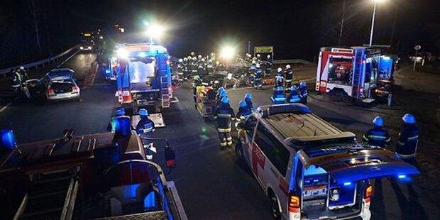 Auto-Lenker ohne Licht unterwegs: Tödlicher Unfall