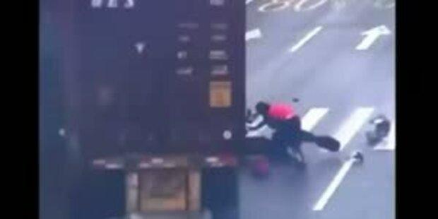 Moped-Lkw-Crash – Fahrerin überlebt!