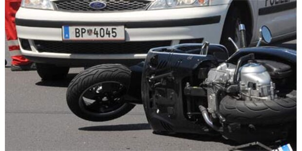 Moped-Tank zu voll - Tiroler fing Feuer
