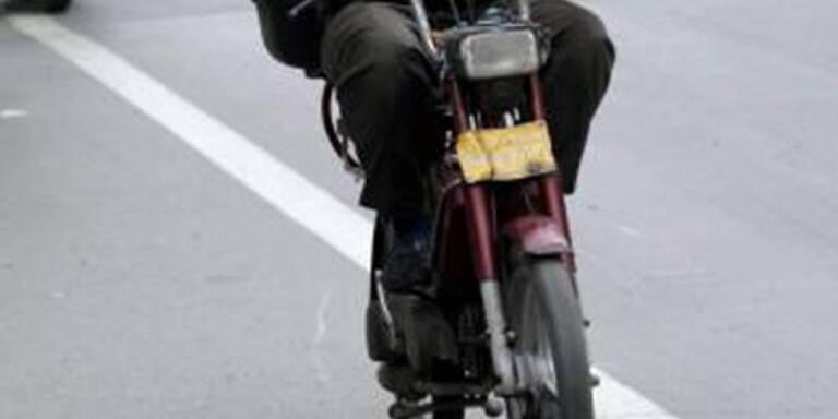 Mopedlenker rast Polizei davon