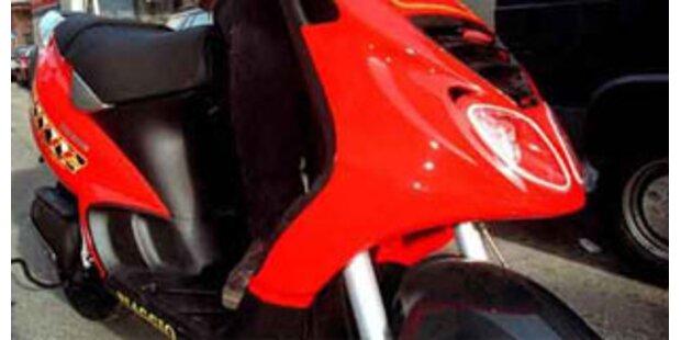 Mopedlenker von Pkw überrollt und getötet