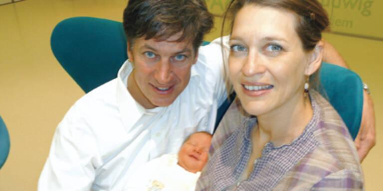 Sein Baby: Tobias Moretti im Glück